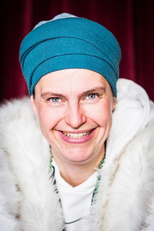 "Yoga Comedy mit Patricia Zieleke: ""Die voll erleuchtete Frau"""